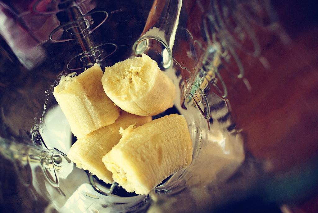 Banana Almond Crush Smoothie Recipe