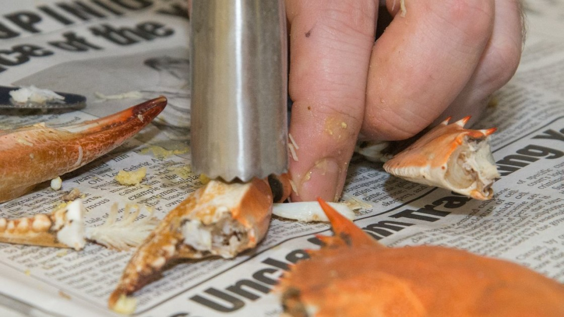 How To Eat A Blue Crab - Food Republic
