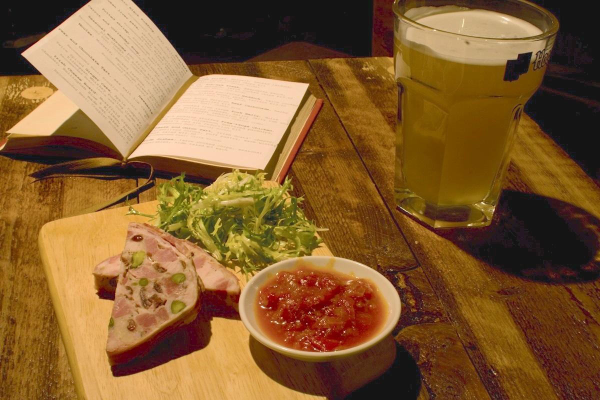 10 best dublin pubs to soak up irish culture food republic for Bar food dublin 2