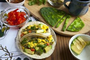 nopales con huevo tacos