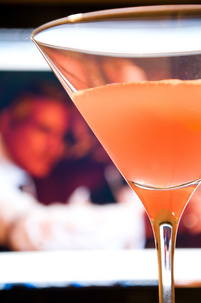 Cosmopolitan_(Dale_DeGroff_and_a_Keens_bartender)
