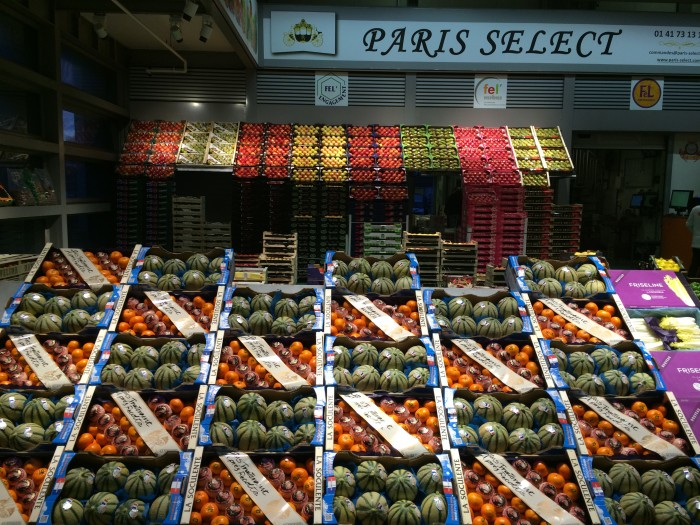 Produce at the fruit and vegetable pavillon is meticulously arranged by color. Some vendors go as far as to create patterns with their displays, for an extra eye-catching effect. (Photo credit: Katie Chang)
