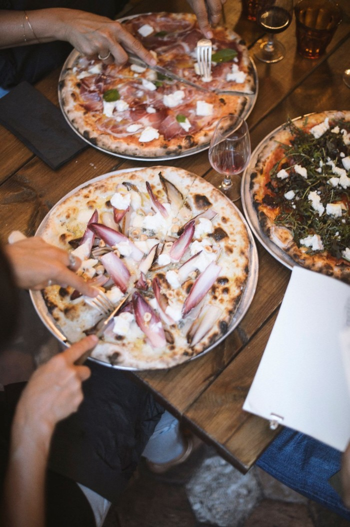 Wood-oven pizza never paired so well with wine as it does at Paris' Faggio. (Photo: Faggio/Facebook.)