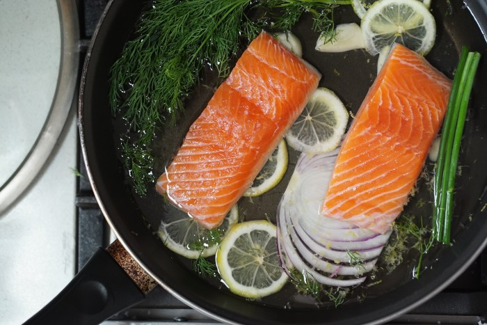 how to make poached salmon with dill sauce recipe