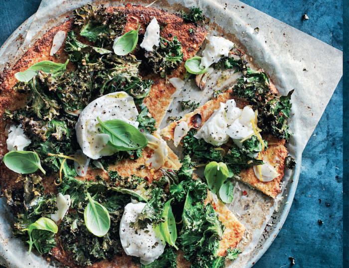 Cauliflower pizza with mozzarella