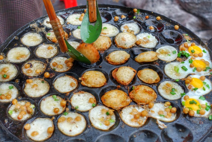 Mont Lin Ma Yar are a popular street snack.