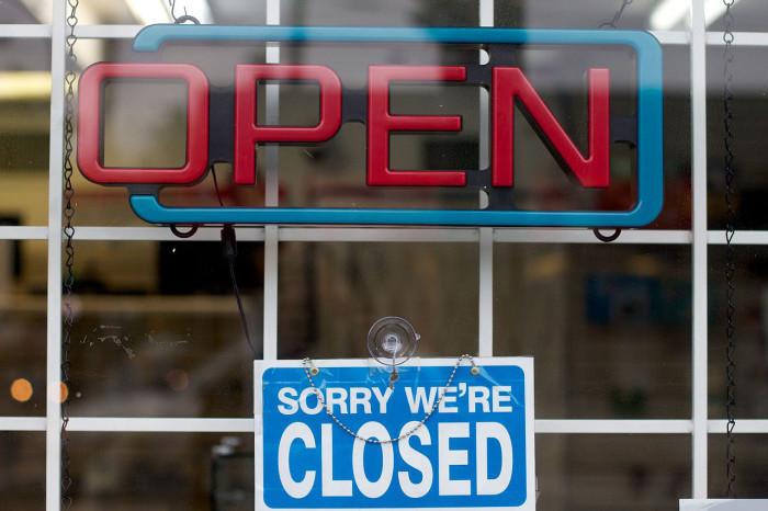 closing a restaurant sign